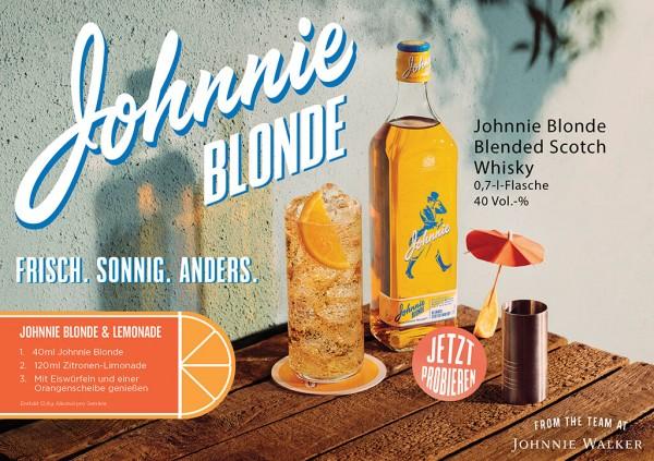 Johnnie-Blonde-mit-Flasche-und-Glas-mit-Eiswuerfelnr9ngsrFbgh03g